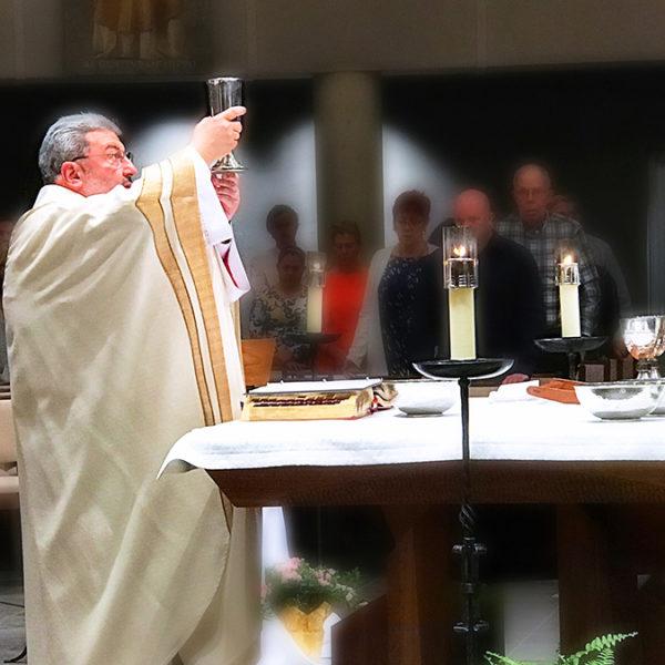MonsignorMichael-HolyThursday2017
