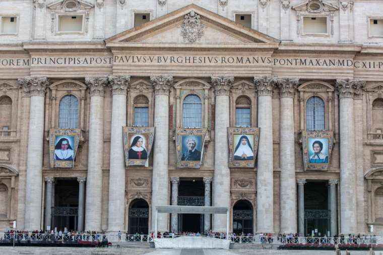 Banners of those to be canonized Oct. 13 at St. Peter's Square. Credit: Daniel Ibanez/CNA.